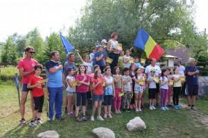 Maratonul International Brasov - Imnul Romaniei intonat in tabara de la Rasnov